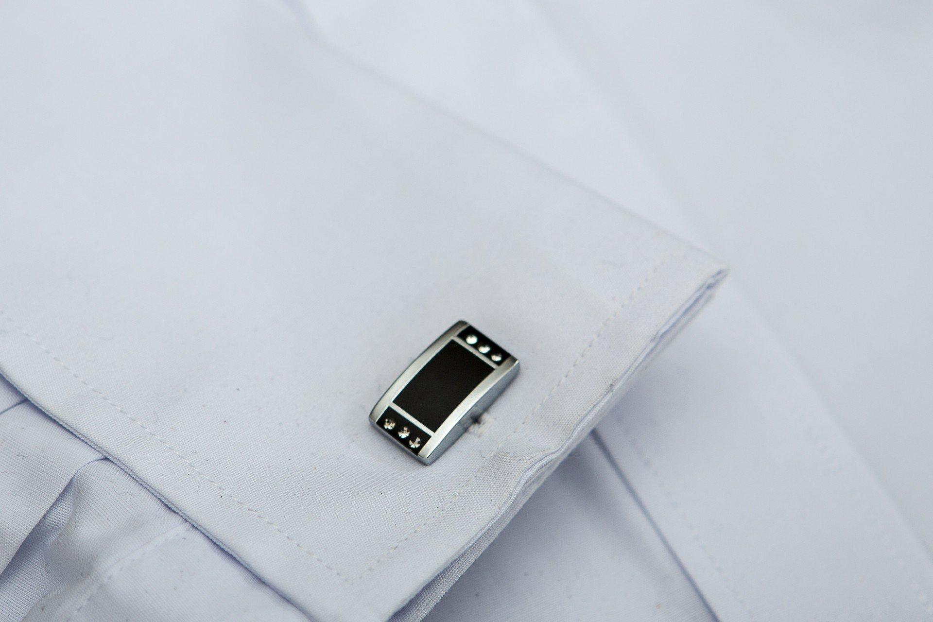Butoni dreptunghiulari cu cristale de Cehia si un design deosebit marca Grazie Filipeti