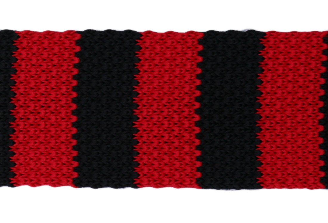 Cravata crosetata cu dungi rosii si negre marca Grazie Filipeti
