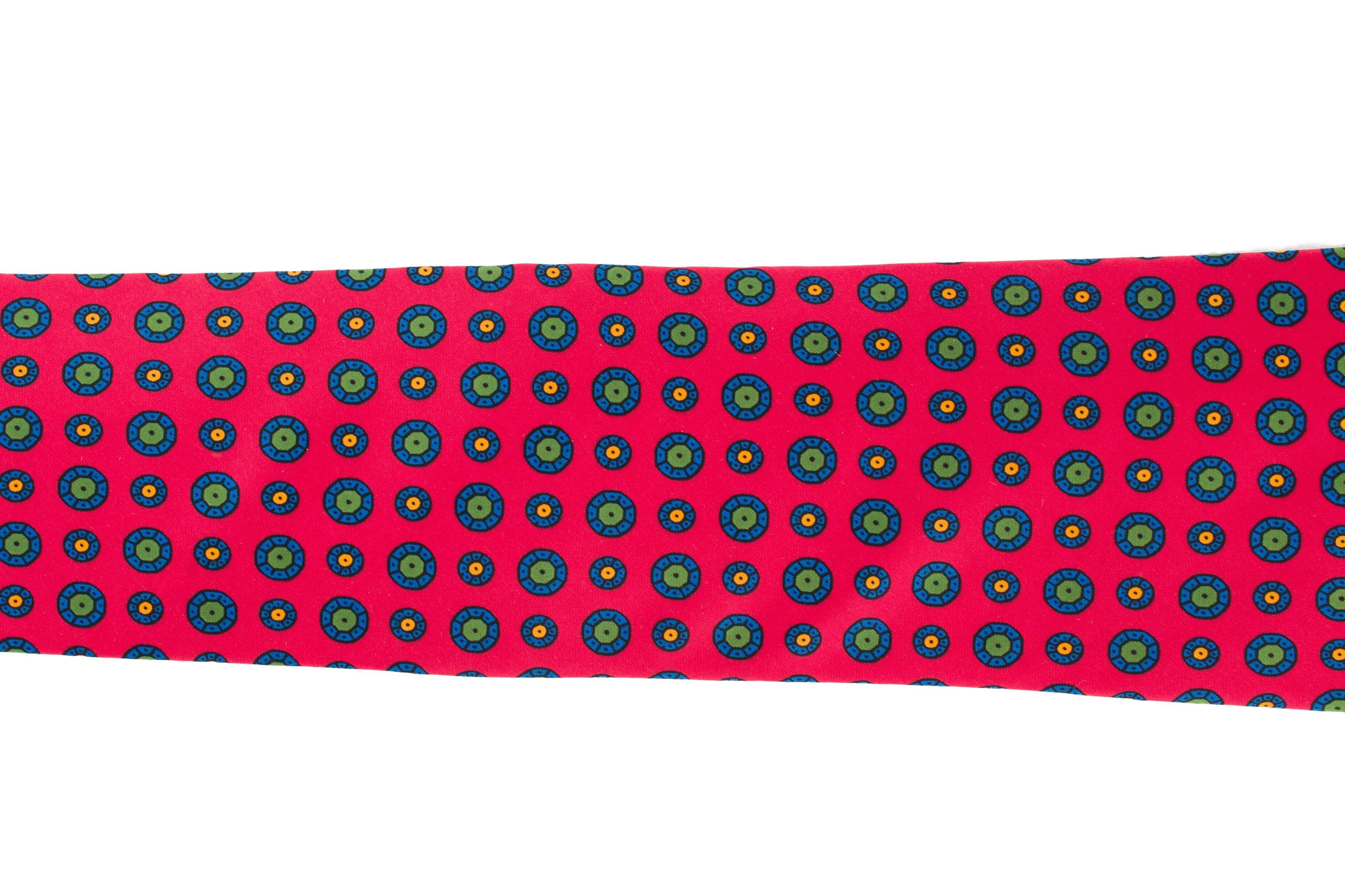 Cravata rosie cu buline