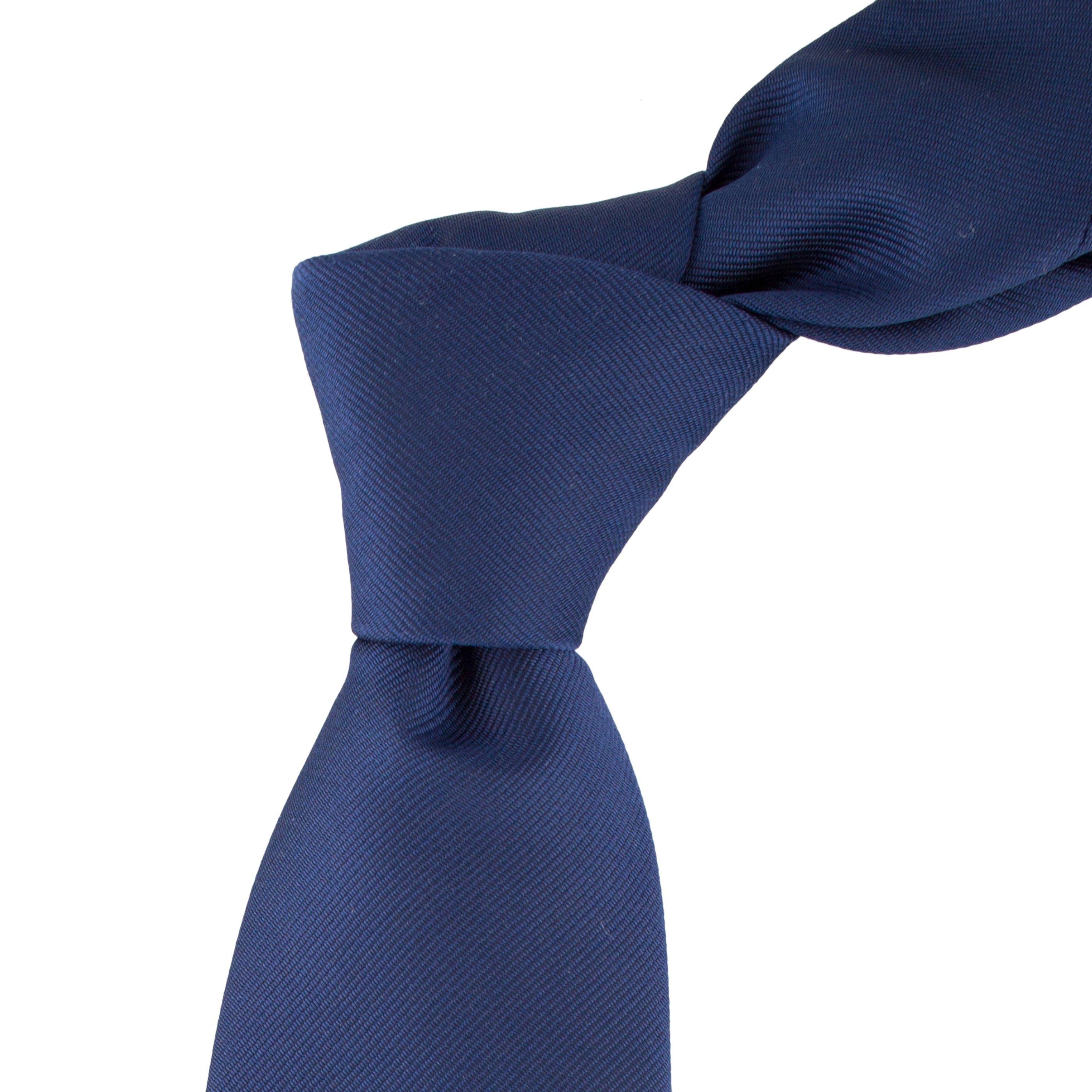 Cravata bleumarin cu striatii