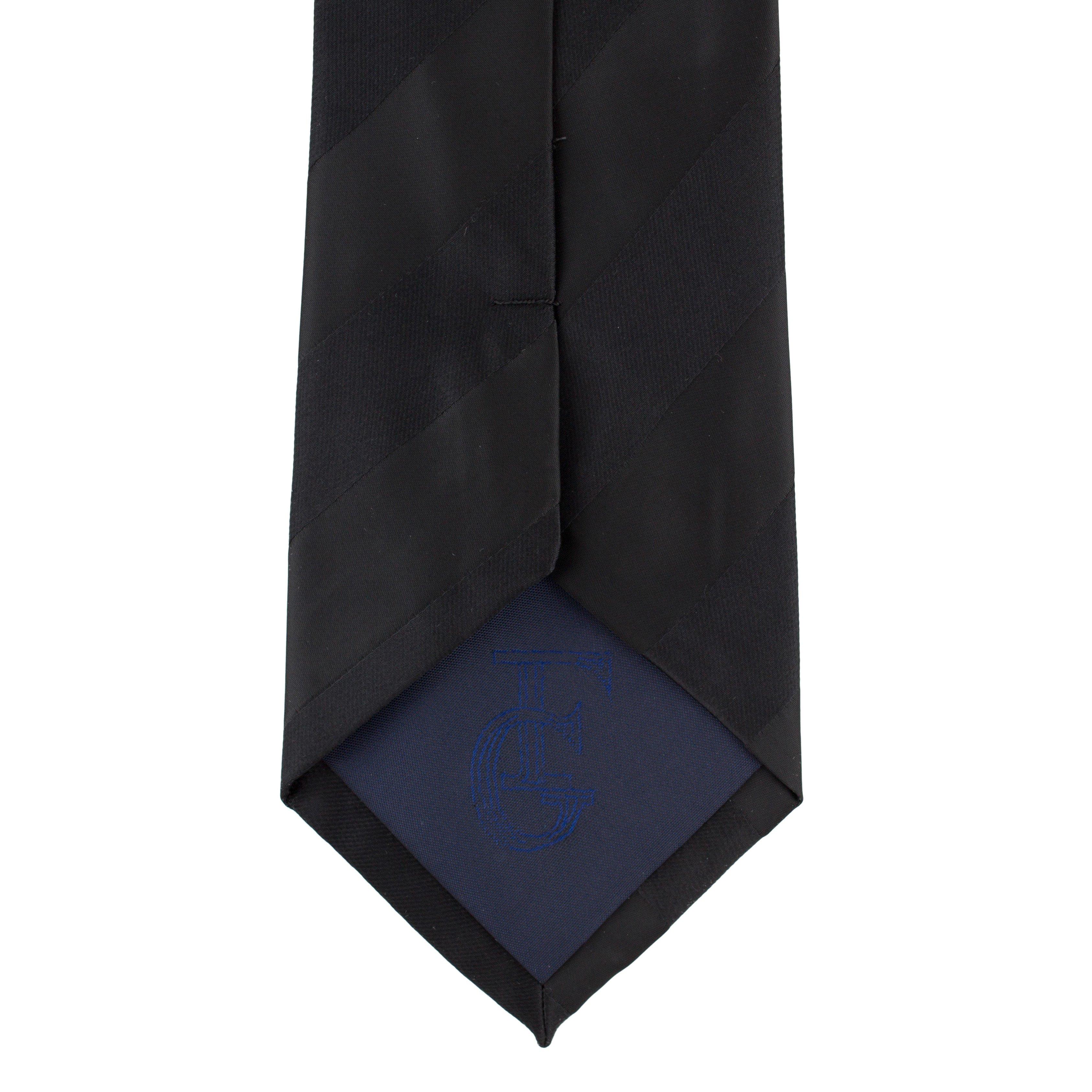 Cravata neagra cu dungi